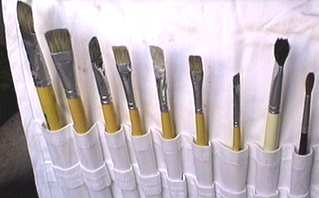 brushes/fingernails